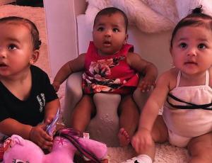 Las pequeñas Kardashians Stormi, True y Chicago encantan en fotografía grupal