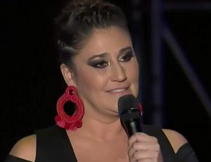 Belén Mora mostró maxi aros en el Festival de Las Condes