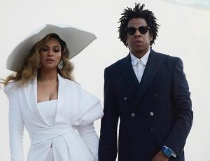 Captan a Beyoncé empujando a una mujer que hablaba con Jay Z y el video se volvió viral