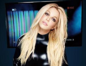 "Britney Spears se viste a lo ""Baby One More Time"", pero es acusada de exceso de photoshop"