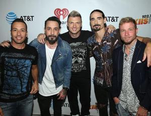 Los Backstreet Boys envían divertido saludo en español a sus seguidores chilenos
