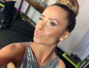 El metalizado look de Camila Gallardo en la Gala de Viña