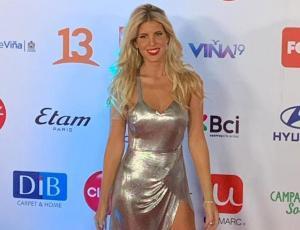 El look metalizado de Cote López en la Gala de Viña 2019
