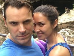 Vanesa Borghi y su marido hacen match de vestuario