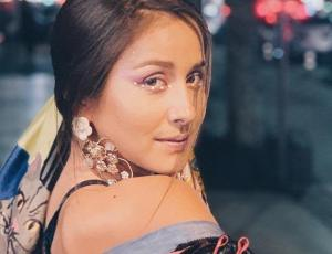 """Usuarios critican a Denise Rosenthal por foto con """"arrugas"""" en su rostro"""