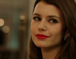 "Protagonista de ""Fatmagül"" fue sorprendida con pancita de embarazada"