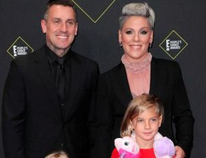 Hija de Pink recrea icónico look de Bjork en los People's Choice Awards