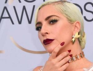 La pose que Lady Gaga repite en todas las alfombras rojas