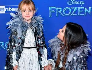 """El """"matchy matchy"""" de Selena Gomez y su hermanita en la alfombra roja de """"Frozen 2"""""""