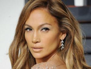 Jennifer Lopez posa junto a su nueva pareja y Marc Anthony
