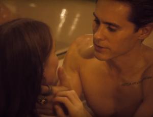 Jared Leto se da un baño de tinta junto a modelo