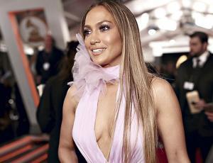 Jennifer Lopez sorprende con nuevo corte de pelo
