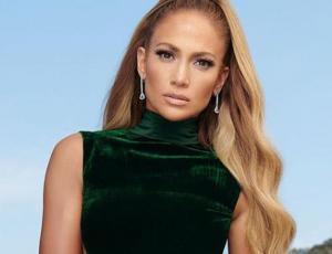 Jennifer Lopez usa cartera de lujo como bolso de gimnasio