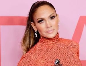 Jennifer Lopez vistió llamativo diseño para ser reconocida como ícono de moda