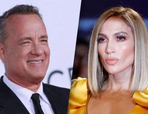 Tom Hanks se limpió la mejilla tras saludar a Jennifer López