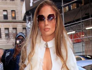 Jennifer Lopez pasea por Nueva York vestida de novia