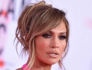 Jennifer Lopez publica foto casual de su tonificada figura