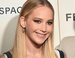 Jennifer Lawrence celebra su fiesta de compromiso con el vestido perfecto