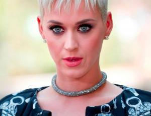 """""""La hermana del Joker"""": el arriesgado cambio de look de Katy Perry que sorprende a sus fans"""