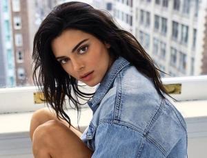Acusan a Kendall Jenner de apropiación cultural por usar trenzas africanas
