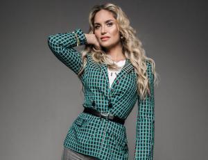 Modelo de Victoria's Secret confunde con parecido a Kenita Larraín