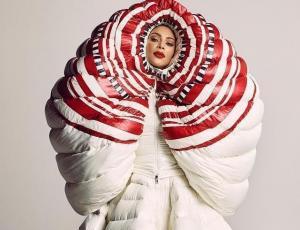 Kim Kardashian se luce en particular sesión de fotos para Vogue Japón