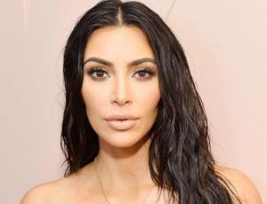 Esta es la razón por la cual Kim Kardashian no sonríe en las fotos