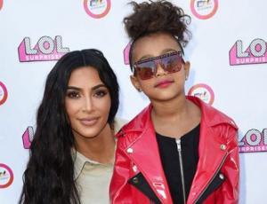 Kim Kardashian muestra cómo lucir con estilo para llevar de cumpleaños los hijos