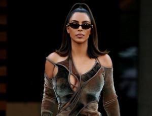 Kim Kardashian aclara el misterio de sus seis dedos en el pie