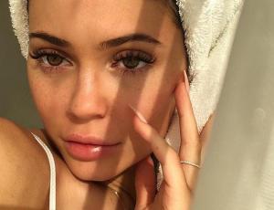 La rutina de skincare que mantiene perfecta la piel de Kylie Jenner