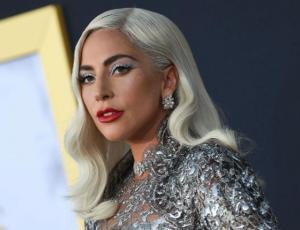 Captan a Lady Gaga cargando una docena de pizzas y la razón es aplaudida por sus fans