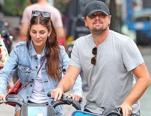 La novia de Leo DiCaprio derrocha estilo con un look encuerado total