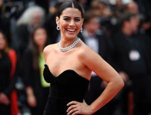 Lorenza Izzo caminó por la alfombra roja de Cannes junto a Leonardo DiCaprio y Brad Pitt