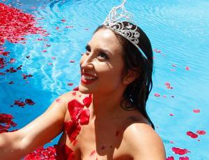 "Luli se lució con piscinazo a lo ""Belleza Americana"""