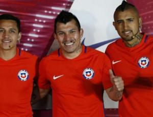 Ídolos del fútbol nacional alzan la voz ante crisis en Chile