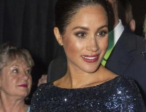 Meghan Markle brilló vestida de gala al más puro estilo de Lady Di