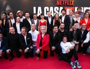 """Los looks del elenco de """"La Casa de Papel"""" en el lanzamiento de la tercera temporada"""