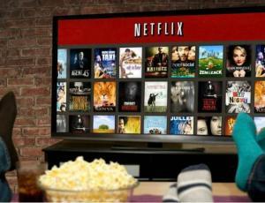 """""""¿Te invito a mi casa a ver Netflix se escribe con g o con j?"""" La respuesta de la RAE que es viral"""