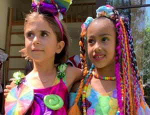 "Hijas de Kim y Kourtney Kardashian celebraron su cumpleaños con mega fiesta estilo ""Candyland"""