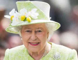 Isabel II disfrutó en primera fila de la London Fashion Week