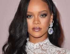 """Rihanna lleva el """"sporty chic"""" al extremo"""