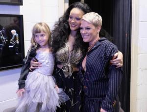 El emotivo encuentro entre Pink y Rihanna en los Grammy 2018