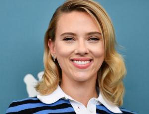Scarlett Johansson lució unos pantalones que vas a necesitar en tu closet