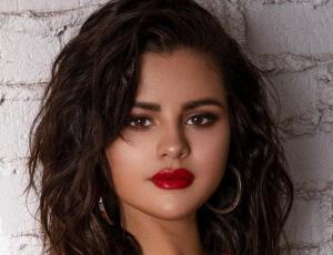 Selena Gomez sigue celebrando su cumpleaños en la costa italiana