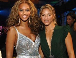 Beyoncé le enseñó a Shakira qué hacer para verse más alta en las fotos