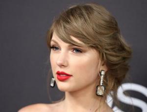 Taylor Swift vende merchandising con faltas de ortografía por accidente