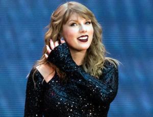 Taylor Swift y su novio pasan románticas vacaciones en el caribe