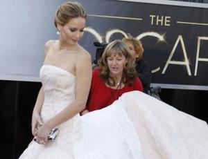 Los 10 vestidos más caros que han pasado por la alfombra roja de los Oscar 97e11a57117