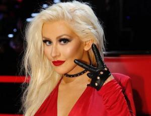 Christina Aguilera aparece con otro rostro en los AMA's
