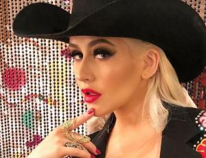 Christina Aguilera se quita diez años de encima con foto sin maquillaje